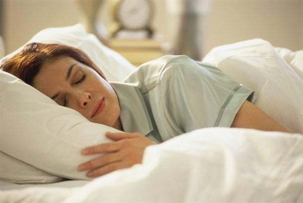 Odborníci bijí na poplach: Stále víc lidí sužuje trvalá nespavost, oběti si vybírá už od čtyřicátníků. Trápení se spaním má 90 % obyvatel nad 60 let. Ještě závažnější je, že nespavost často signalizuje - jako splávek udice přítomnost ryby - velice pestrou mozaiku chorob.</p><p> Vzniká bludný kruh, kdy nespavost nemusí být jen subjektivním pocitem, ale opravdovou nemocí.