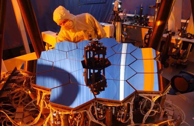 Hubbleův teleskop dosluhuje a je třeba jej nahradit! Z tohoto důvodu nedávno představila NASA jeho nástupce.