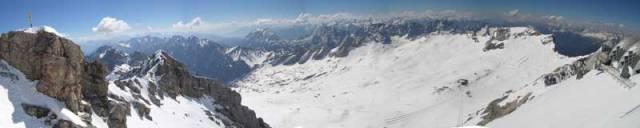 V největších evropských velehorách tají ledovce a zima se rok od roku krátí. Ledovec na rakouské alpské hoře Dachstein ustoupil loni o rekordních 17 metrů a za posledních 150 let se už zmenšil o celou plnou polovinu. Podaří se tento vývoj zastavit?