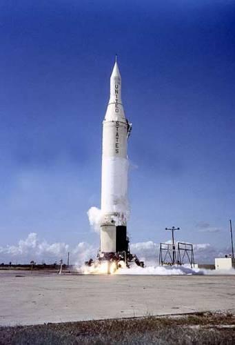 Přinášíme vám 1. díl nového, sedmidílného seriálu, který pro 21. STOLETÍ připravuje náš přední odborník na kosmonautiku, Ing. Marcel Grün. Autor vám v seriálu představí úspěchy i neúspěchy zemí, jako jsou Francie, Japonsko, Korea, Čína či Brazílie, které na svá kosmická dobrodružství teprve čekají. V prvním díle našeho seriálu vás seznámíme se samotnými počátky výzkumu vesmíru, kde významnou roli sehrálo hitlerovské Německo...