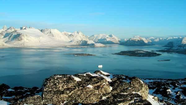 Nový výzkum nám osvětluje, jak lidská aktivita ovlivňuje polární klima. Podle studie amerického týmu, vedeného Joe McConellem a Rossem Edwardsem z výzkumného ústavu v nevadském Renu, měla hlavní podíl na likvidaci grónských ledovců průmyslová aktivita USA v letech 1850 až 1950.