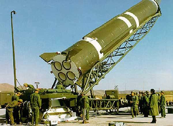 V průběhu uplynulých 50 let se umělé družice Země stávaly stále běžnější, do vesmíru se vydávaly desítky nových kosmonautů ročně a člověk přistál i na Měsíci – avšak raketová technika byla soustředěna především v rukou USA, SSSR a Francie.