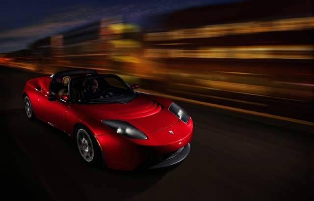 V České republice jezdí po silnicích v současnosti proti roku 1985 dvakrát tolikautomobilů. I proto mnohé automobilky stále více přemýšlejí o elektrickém pohonu.