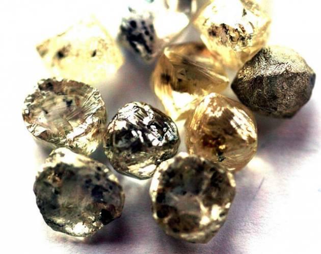 Zmatek ve vesmíru: Život na Zemi je starý jako Metuzalém! Možná ještě víc!: Australští vědci přišli s pozoruhodným objevem. Počátky života na naší planetě posunuje o 700 milionu let zpět. K tomuto tvrzení docházejí vědci zkoumáním velmi drobných diamantů, uvězněných uvnitř krystalů zirkonu.