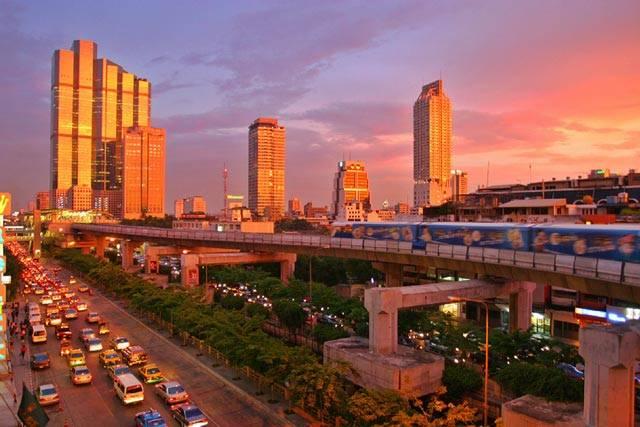 Lidská civilizace je především městskou civilizací. Městská populace se zejména ve třetím světě rok od roku velmi radikálním způsobem rozrůstá. V současnosti žije ve městech podle odhadů OSN 3,3 miliardy lidí a za dvacet let bude ve městech přebývat již pět miliard lidí z celkových osmi.