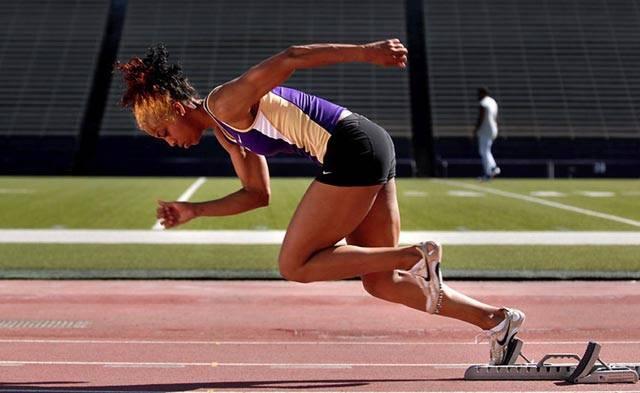 Světový rekordman a olympijský vítěz z Pekingu Usain Bolt měl kromě vlastní výkonnosti při stovce ještě jednoho pomocníka – startéra.