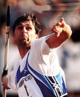 Když americký atlet Bob Beamon skočil na olympiádě v Mexiku v roce 1968 do dálky 890 centimetrů, hovořilo se o tom, že tento skok nebude nikdy překonán a že hranice lidského potenciálu jsou v této disciplíně vyčerpány. Rekord skutečně odolával dlouho, celých 23 let, než jej o 5 centimetrů překonal jiný Američan – Mike Powell. Nyní ovšem francouzští vědci přišli s tvrzením, že konec překonávání světových rekordů je již skutečně na dohled.