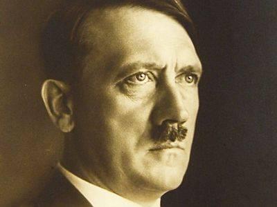 Adolf Hitler spáchal podle všeho ve svém berlínském bunkru sebevraždu. Jeho ostatky však nebyly nikdy přesně identifikovány a zbylo proto dost prostoru pro nejrůznější fámy o jeho úniku. Údajná Hitlerova lebka držená v Moskvě však zcela jistě patřila ženě.