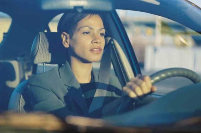 Řízení auta, stejně jako většina jiných věcí, nejde všem lidem stejně dobře. Zatímco jedni na vozovkách doslova excelují, jiní při řízení vozu chybují a ostatním řidičům přidělávají problémy. Američtí vědci nedávno zjistili, že za horšími řidičskými schopnostmi by mohl stát jistý gen.