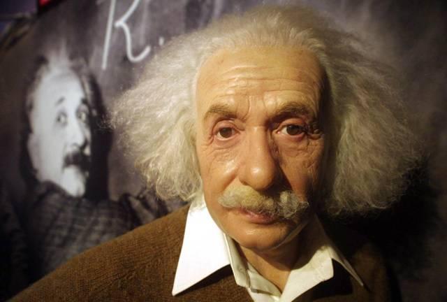 Stejně jako každá jiná disciplína má věda své pěšáky i generály. A stejně jako generálové ukazují pěšákům, kudy se po bojišti pohybovat, ukazují i největší velikáni vědy všem ostatním, po jakých cestách se ve svých každodenních výzkumech vydat. Kteří z nich ovlivnili v minulém století vědu a díky ní i náš každodenní život nejvíce?