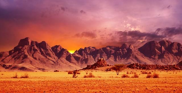 Při vyslovení slova poušť si většina z nás představí rozpálené, pusté a bezútěšné pláně, pokryté pískem. O tom, že poušť může být neskutečně krásná, se může každý přesvědčit v Namibii, ležící v jihozápadní části afrického kontinentu.