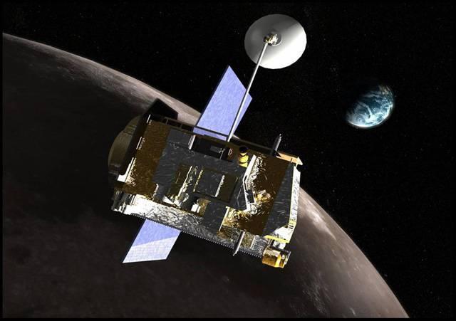 Záhada, zda je či není na Měsíci voda, nedala vědcům spát po řadu let. Nyní si astronomové mohou konečně svůj spánkový dluh splatit, protože vše už je jasné. Ukázalo se totiž, že na souputníku Země voda je, a to lze rozhodně považovat za příznivou zprávu.
