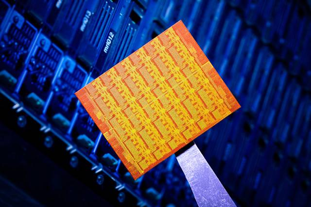 Vědci z vývojového centra americké společnosti Intel Labs nedávno představili experimentální 48jádrový procesor, který by mohl změnit návrh počítačů v dnešní podobě. Oproti současným nejpopulárnějším procesorům Intel® Core™ se může pochlubit deseti až dvacetinásobným počtem výpočetních jader.