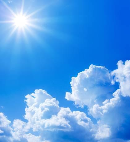 Plynný obal kolem naší planety je celkem šikovná věc. Nejen že živým tvorům umožňuje dýchání, ale chrání i povrch Země před dopadem některých druhů slunečního záření a kosmickou radiací.