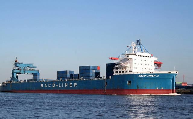 Nadcházející čas dovolených a prázdnin nabízí větší možnosti poznat doma i v zahraničí různé podoby lodní dopravy. Následující řádky přibližují i druhy, se kterými se asi běžně nesetkáme. Vždyť podle nejnovějších údajů křižuje světovými oceány a moři 65 000 velkých plavidel.