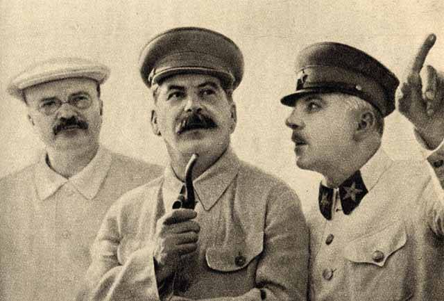 Josifa Vissarionoviče Stalina historie vnímá jako jednoho z největších masových vrahů historie. Bezesporu jím byl. Krev, prolitá na jeho rozkaz, by jistě naplnila koryto řeky Volhy, kterou tak obdivoval. Na jedné straně existuje Stalin – zločinec, Stalin – intrikán, Stalin – spiklenec. Existovala i jiná stránka jeho osobnosti? Jaký byl vlastně v soukromí?