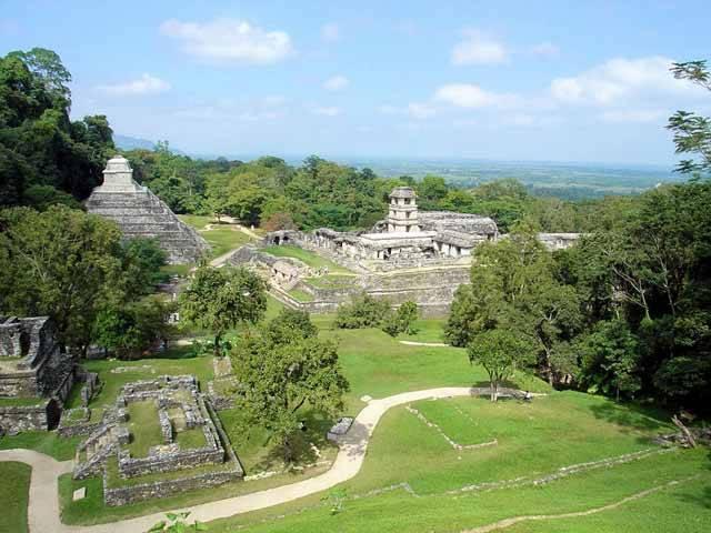 Zaniklá středoamerická civilizace Mayů plnila v poslední době stránky tisku především kvůli spornému zakončení svého kalendáře. Zcela stranou zájmu o konec světa zůstaly zprávy o výzkumech, které proběhly v jednom z center mayské civilizace, v Palenque. Archeologové zde objevili propracovaný systém vodovodů, díky němuž si mohli dávní Středoameričané užívat i vodotrysky!