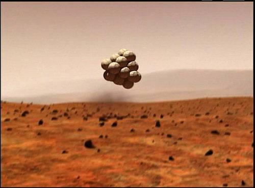 Britští inženýři nedávno navrhli skákající koule, poháněné stlačeným oxidem uhličitým. Tito roboti se rychle stali jedním z vážných kandidátů na podobu příští generace průzkumníků rudé planety.