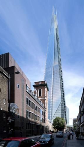 """""""Architekt, který se nedomnívá, že by mohl změnit svět, je kandidátem na sebevraždu. Je to nezbytná utopie, která patří k této profesi."""" To jsou slova jednoho z nejproslulejších architektů současnosti Renza Piana. Právě pod jeho taktovkou roste v Londýně mrakodrap, který se po svém dokončení stane jednou z nejvyšších budov starého kontinentu."""