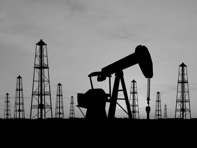 Ropa, těžená pomocí bambusu. Kněz, který si spletl parní stroj s ďáblem. Alexandr Veliký jako ropný magnát. Všechny tyto kapitoly jsou spojeny s historií benzinu a motorismu vůbec.