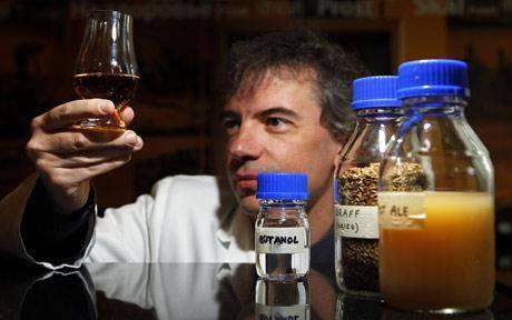 Pokud možno ekologická likvidace odpadu či výroba nejrůznějších látek, které budou moci sloužit jako suroviny k dalšímu zpracování, je v poslední době častým cílem výzkumů mikrobiologů. Obě tyto mouchy se jednou ranou podařilo zabít doktorskému studentovi Keerthi Venkataramanovi na univerzitě v Huntesville v Alabamě.