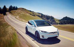 Tesla Model X poveze první astronauty SpaceX