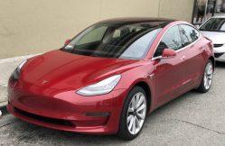 Elektromobily Tesla nenabíjejte na 100 %, radí Musk