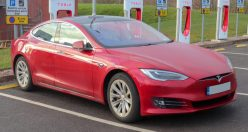 Muskova Tesla v Německu uspěla. Podle nepotvrzené informace překonala Porsche o 20 sekund