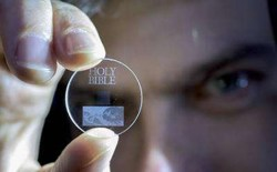 Sklo uchová data miliardy let
