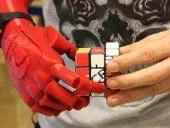 Nová bionická ruka vyhrála prestižní ocenění