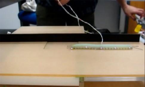 Robotická housenka, která se umí kutálet
