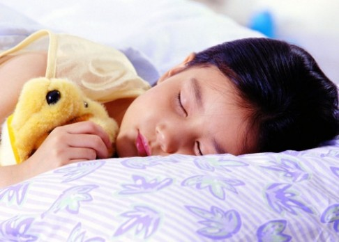 Proč se dětem lépe spí v létě