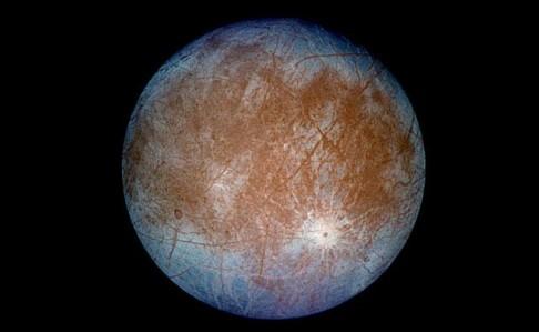 Hubble objevil vodu nad Europou