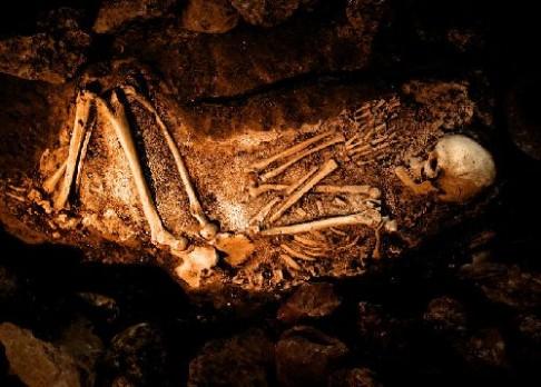 Pohřbívali neandrtálci své mrtvé?