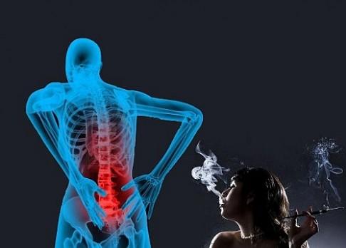 Kuřákům se po operaci páteře neuleví