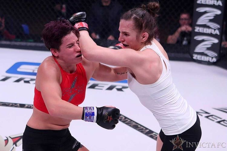 Blanchfield hits her opponent Victoria Leonardo with an elbow during their fight at Invicta FC 39. Photo courtesy of Erin Blanchfield