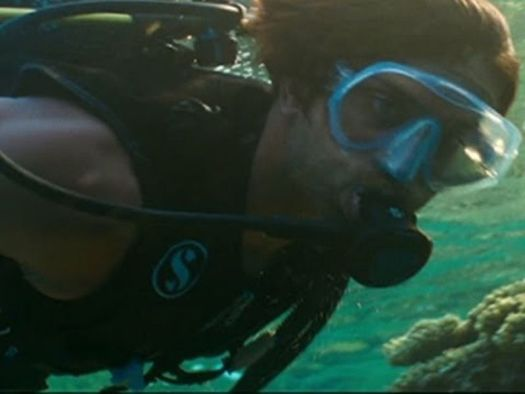 Hrithik Roshan diving