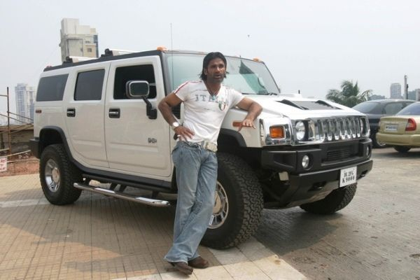Sunil Shetty with his Hummer H3