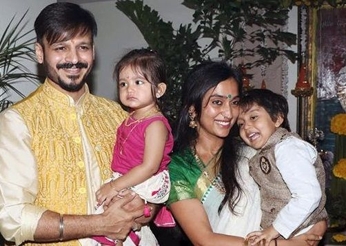 Vivek Oberoi with his wife and children