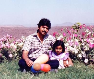 Shreya Ghoshal with her father in childhood