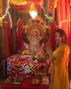 Aarti Chabria in front of Lord Ganesha's idol