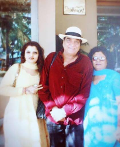Goga Kapoor with His Daughter and Wife
