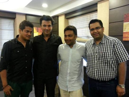 Hemant Kher (2nd from right) with chef Vikas Khanna (2nd from left)