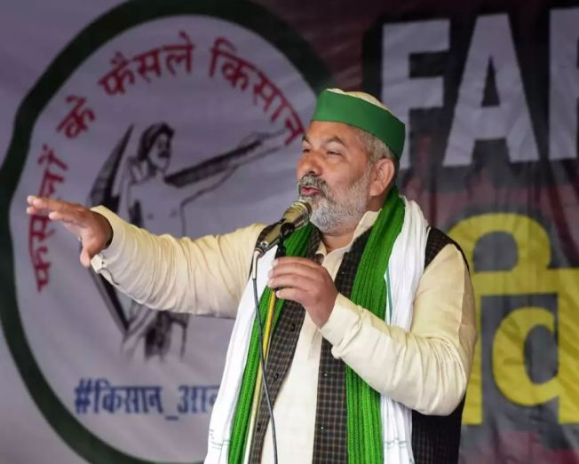 Rakesh Tikait delivering a speech at Singhu border during the farmers' protest in Delhi