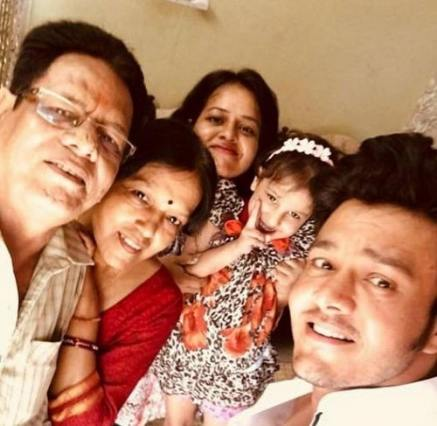 Aniruddh Dave with his parents, sister, and niece