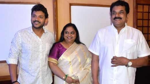 Mukesh Madhavan with his wife Saritha and son