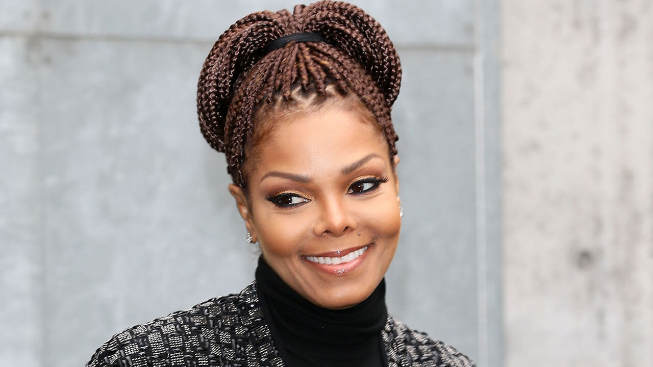 Janet Jackson back on stage after giving Birth