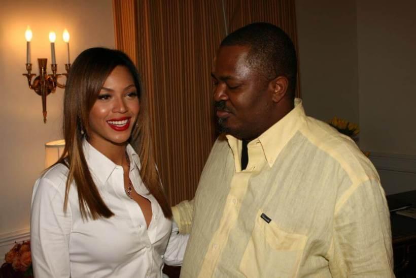 Nduka Obaigbena poses with Beyonce during her visit to Nigeria in 2006.