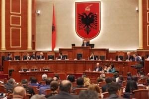 Gjate-seances-plenare-ne-Kuvendin-e-Shqiperise5-525x350