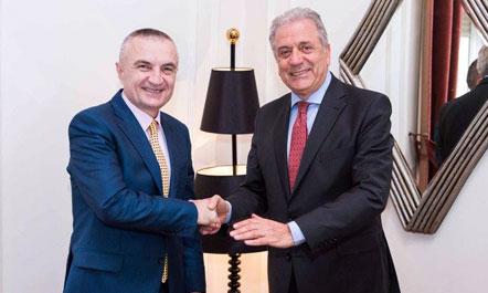Avramopoulos uron Metën pas zgjedhjes President